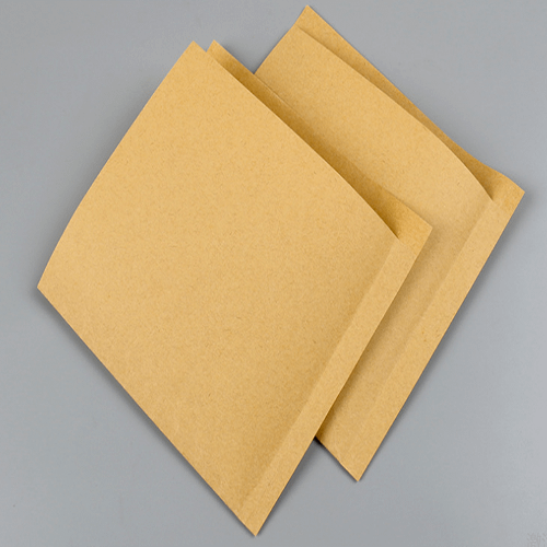 Triangular paper bag with pointed bottom